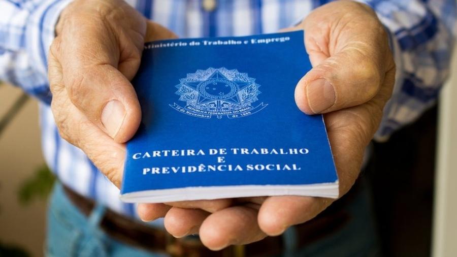 Equipe do ministro Paulo Guedes (Economia) anunciou que vai passar a cobrar contribuição previdenciária do seguro-desemprego - Getty Images