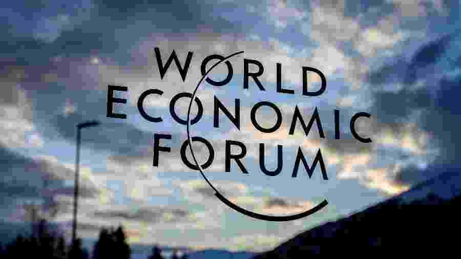 19.jan.2020 - Imagem do letreiro do Fórum Econômico Mundial (WEF) é visto antes da reunião anual em Davos - Fabrice Coffrini/AFP