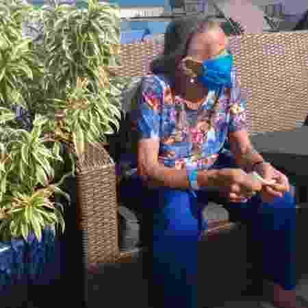 7.mai.2020 - Maria do Carmo, de 85 anos, pega um sol em hotel da Barra. Moradora da Rocinha, ela teve covid-19 e está hospedada com a filha em um hotel da Barra, em ação preventiva da Prefeitura do Rio voltada a pessoas no grupo de risco no combate à pandemia - Arquivo pessoal - Arquivo pessoal