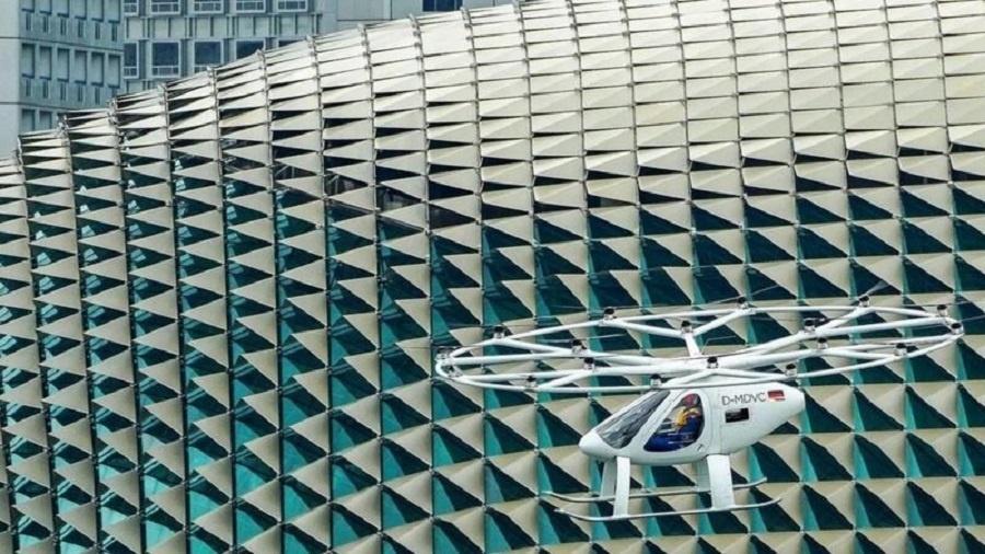 A Volocopter, com sede na Alemanha, apresentou seu veículo VoloCity ao mercado como o primeiro táxi aéreo movido a eletricidade com licença comercial - Getty Images
