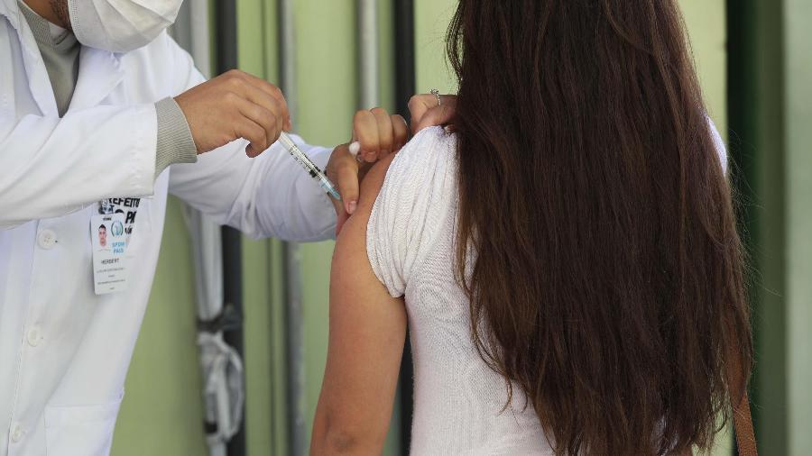 Vacinação e movimentação na UBS Sigmund Freud, em Moema, na zona sul de São Paulo - RENATO S. CERQUEIRA/FUTURA PRESS/FUTURA PRESS/ESTADÃO CONTEÚDO