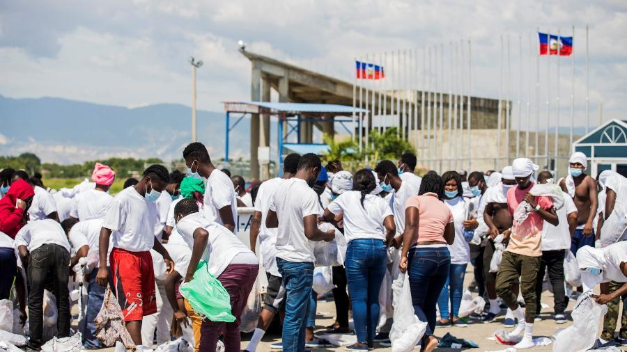 21.set.2021 - Imigrantes haitianos deportados dos EUA chegam a Porto Príncipe  - Ralph Tedy Erol/Reuters