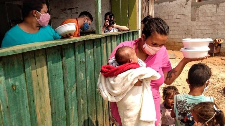 São 19 milhões de brasileiros passando fome, uma em cada três crianças anêmicas e um auxílio emergencial médio que só compra 38% da cesta básica - Ednubia Ghisi e Regis Luís Cardoso/Fotos Públicas