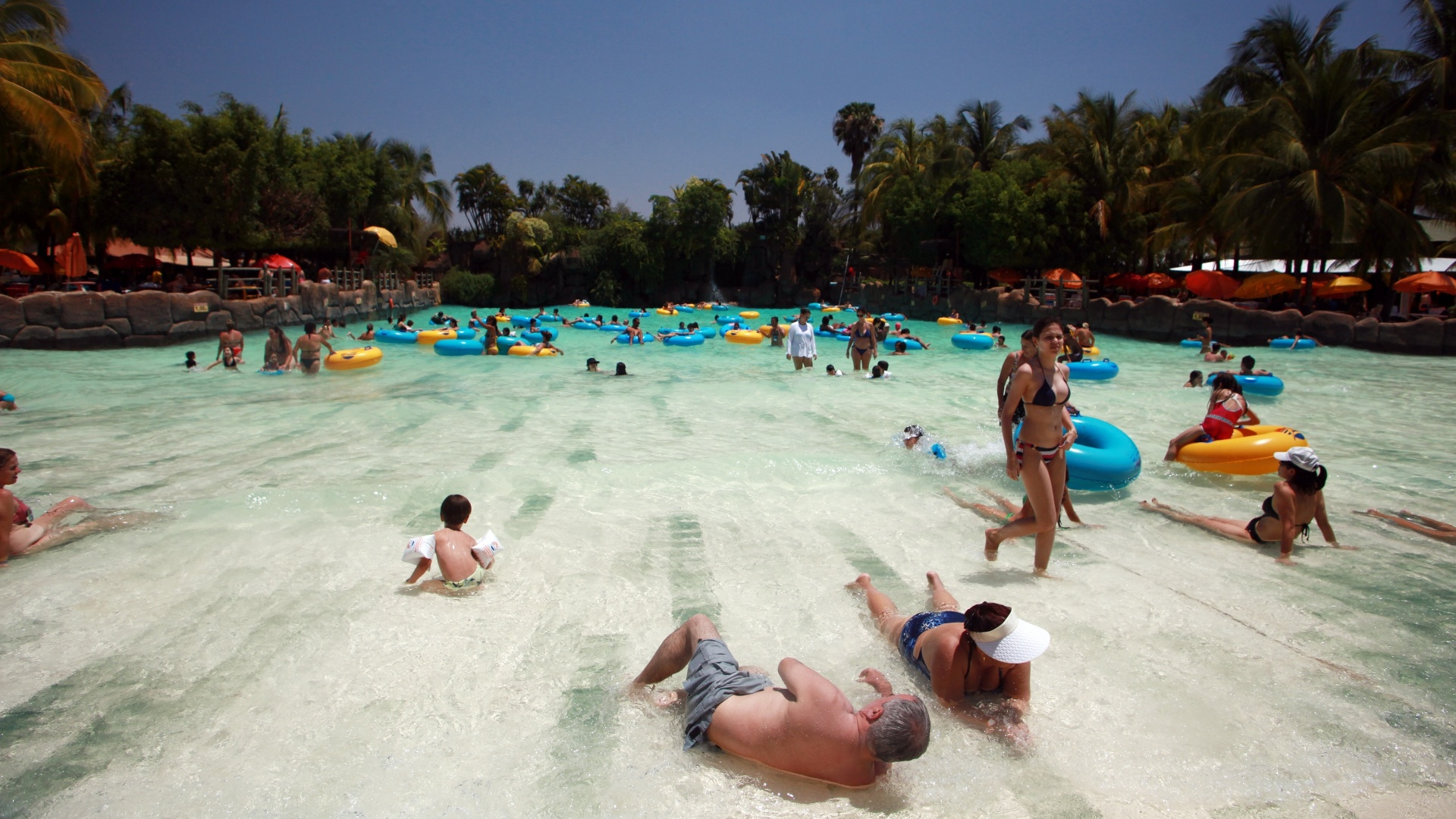14.out.2015 - Parque Aquático Thermas do Laranjais, em Olímpia (SP). Na contramão da crise hídrica, parques aquáticos no interior de São Paulo fazem investimentos milionários