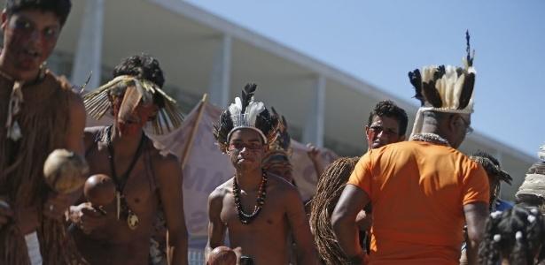 Índios Tupinambás, da Bahia, protestam contra a indicação feita pelo PSC do general da reserva do Exército Sebastião Roberto Peternelli Júnior para a presidência da Funai  - Pedro Ladeira/Folhapress