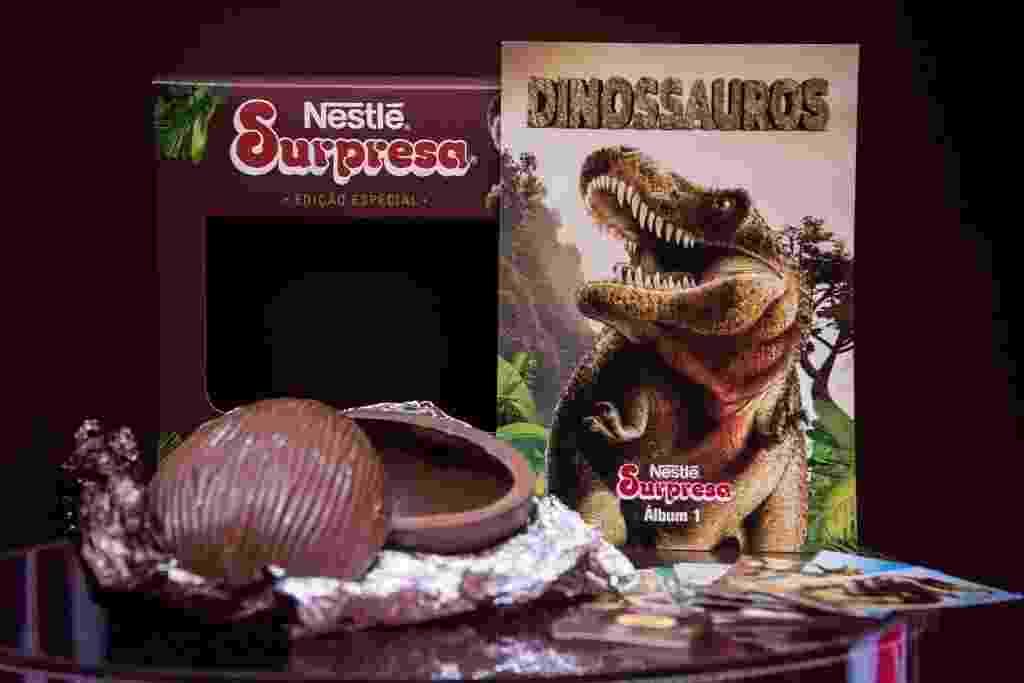 A Nestlé trouxe de volta o chocolate Surpresa, que fez sucesso nos anos 80 e 90, agora em formato de ovo. O produto tem 150g e vem com um álbum de figurinhas colecionáveis sobre dinossauros. O preço sugerido é de R$ 49 - Débora Klempous/UOL
