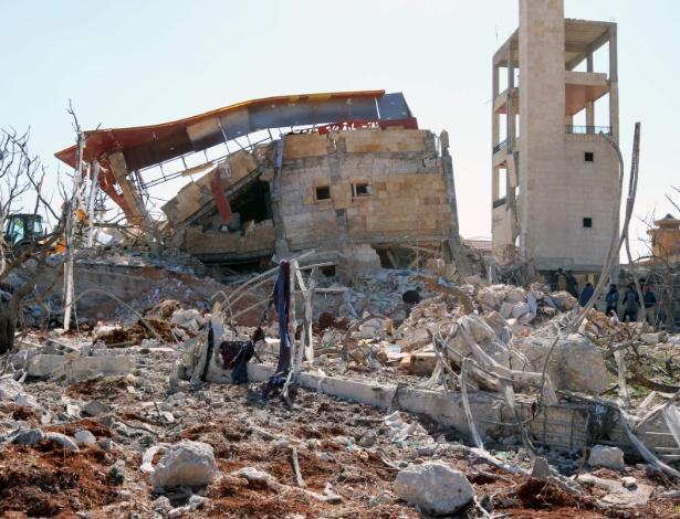 O que sobrou de hospital apoiado pela ONG Médicos Sem Fronteiras (MSF) após bombardeio, em foto feita no dia do ataque, em 15 de fevereiro de 2016