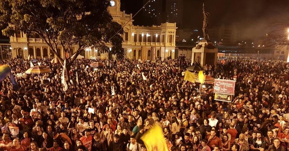 17.jun.2017 - Segundo os organizadores, a estimativa é de que o ato na Praça da Estação, no centro de Belo Horizonte, tenha reunido cerca de 40 mil pessoas