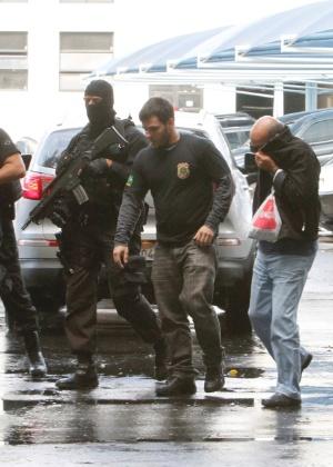 3.jul.2017 - Suspeito é preso na Operação Ponto Final