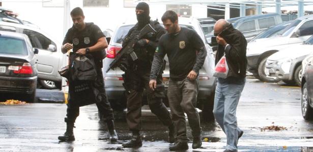 3.jul.2017 - Preso na Operação Ponto Final chega à sede da Polícia Federal no Rio