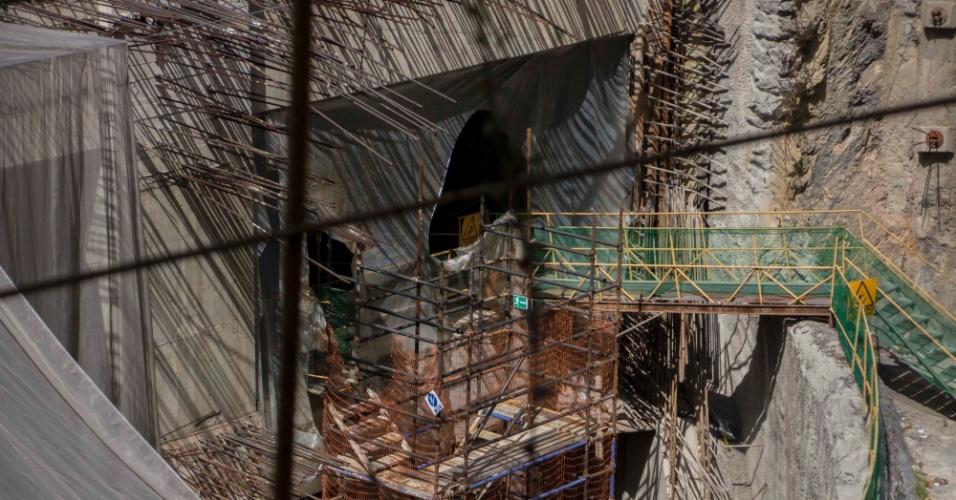 22.mar.2018 - Imagem mostra obra de segundo acesso à estação Bello Monte, do metrô de Caracas, sem ninguém trabalhando