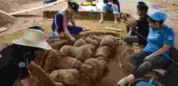 O trabalho dos arqueólogos revelou nove urnas funerárias arqueológicas  - Divulgação/Instituto Mamirauá