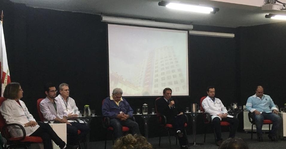 6.set.18 - Médicos da Santa Casa de Juiz de Fora falam com imprensa sobre estado de saúde de Bolsonaro