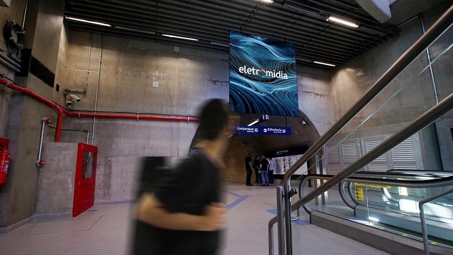 Painel de publicidade na estação Moema da Linha 5 - Lilás  - Divulgação