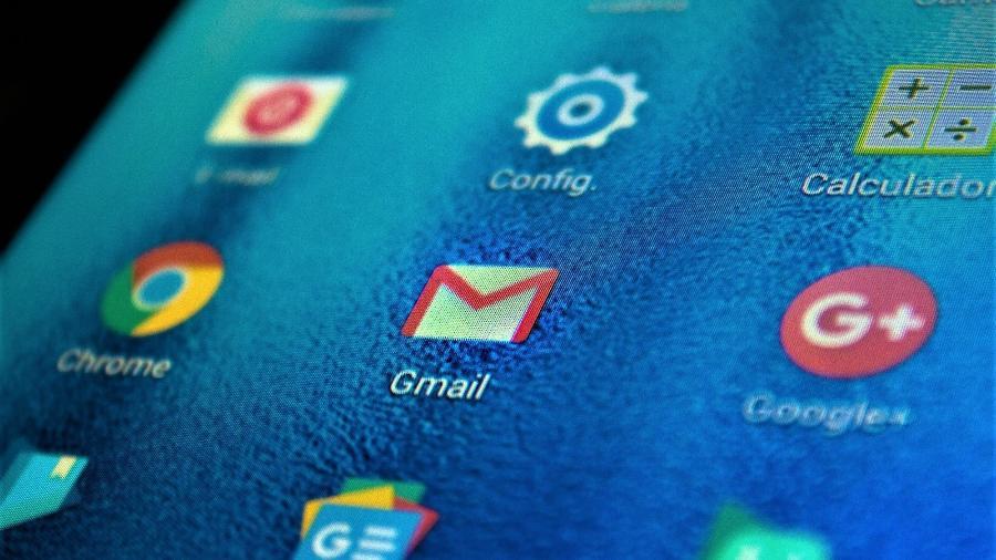 Ícone do Gmail em um celular Android; Ministério da Justiça e Segurança Pública vê indícios de que Google viola privacidade de consumidor ao analisar conteúdo de mensagens sem consentimento das pessoas - Adriana Toffetti/A7 Press