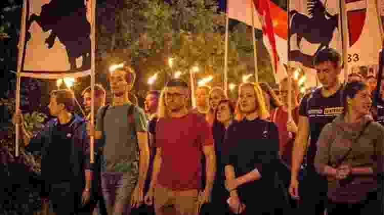 Sellner em manifestação em 2017; seu grupo é acusado de racismo e violência, o que ele refuta - Getty Images/BBC - Getty Images/BBC