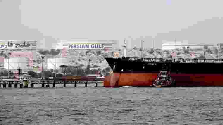 As exportações de petróleo do Irã, principal fonte de receita do governo, foram cortadas pela metade - AFP
