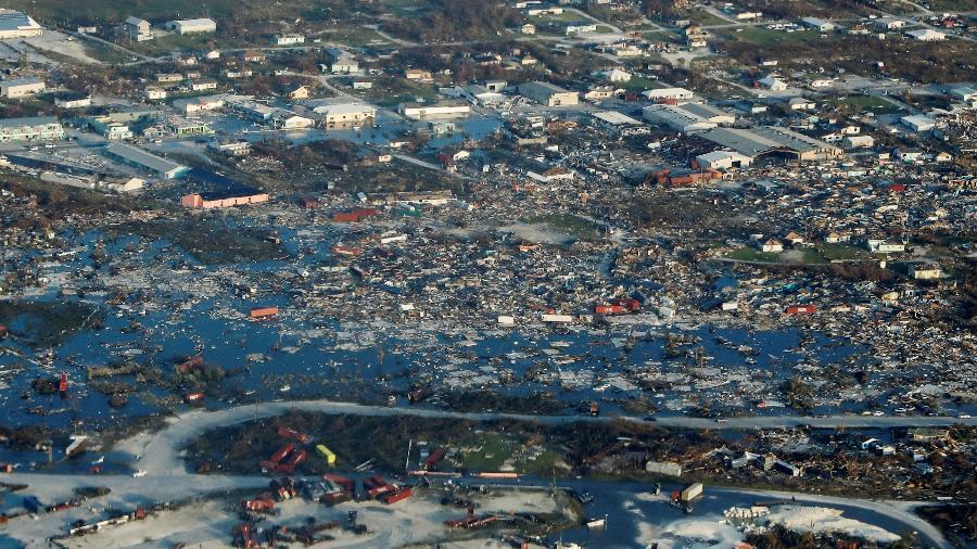 Visão aérea mostra a devastação após o furacão Dorian atingir as Ilhas Abaco.  - MARCO BELLO/Reuters