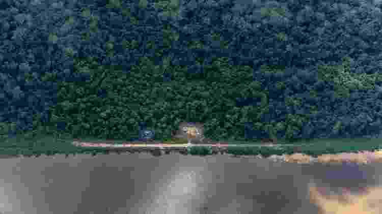 Vista aérea de garimpos ilegais na TI Yanomami, próximo à comunidade Ye'kwana, região Waikás - Rogério Assis / ISA - Rogério Assis / ISA