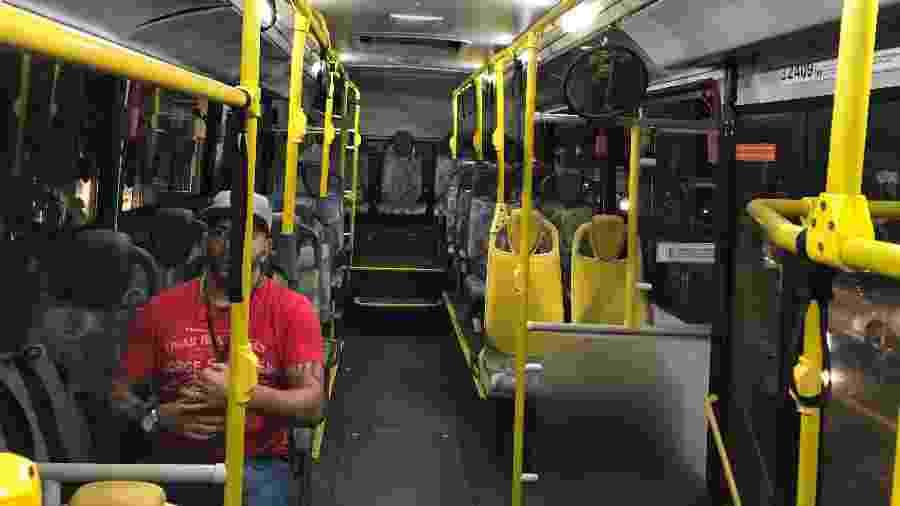 Ônibus transporta somente um passageiro no horário de pico em São Paulo - Felipe Pereira