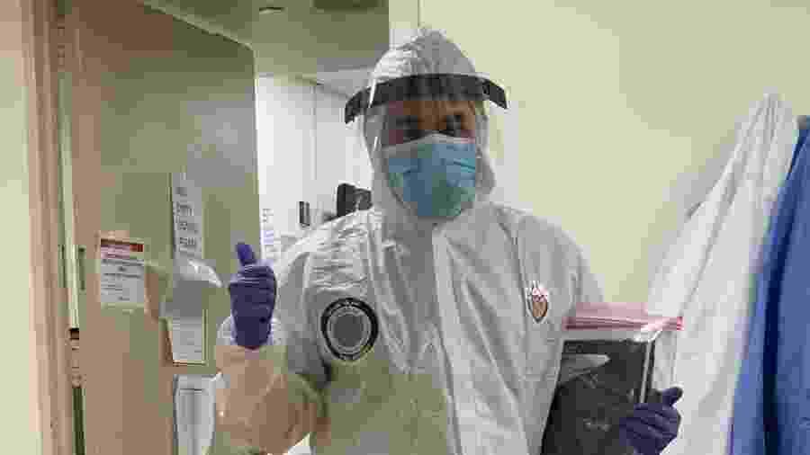Médico paramentado para atender pacientes com covid-19 em hospital de Nova Iorque, nos Estados Unidos - Arquivo pessoal