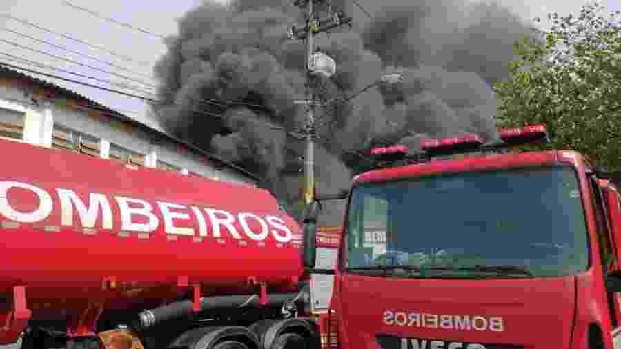 29.jun.2020 - Incêndio em galpão industrial em Guarulhos (SP) - Divulgação/Corpo de Bombeiros