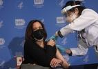 Kamala Harris recebe 2ª dose, incentiva vacinação e brinca com aplicação