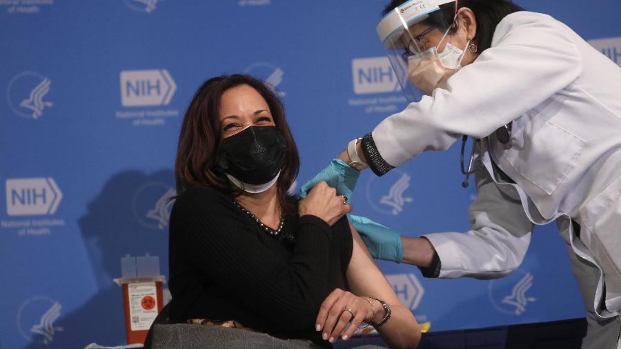Vice-presidente dos Estados Unidos foi vacinada no NIH (National Institutes of Health), em Bethesda, no estado de Maryland - Leah Millis/Reuters