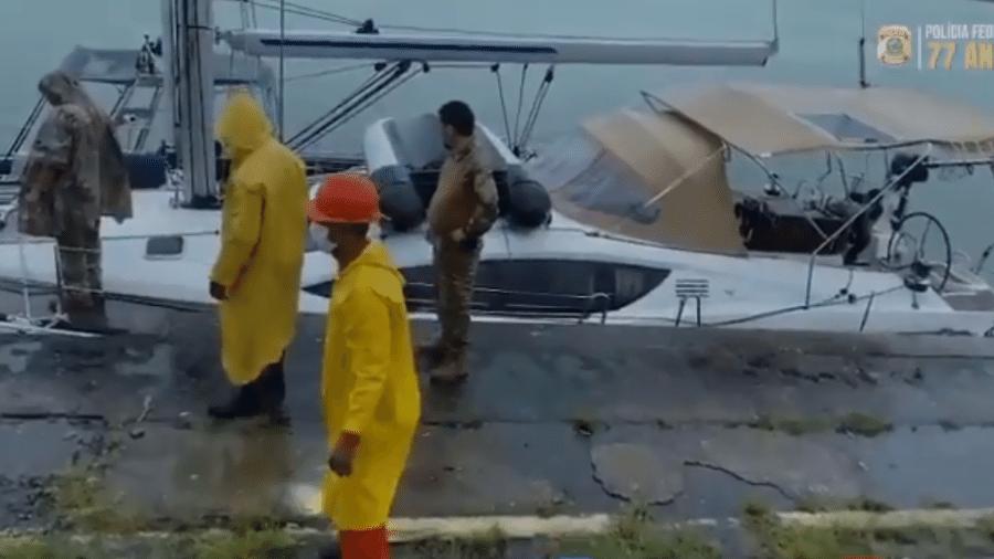 Polícia Federal interceptou embarcação carregada com duas toneladas de haxixe a cerca de 426 quilômetros da costa de Recife - Divulgação/PF
