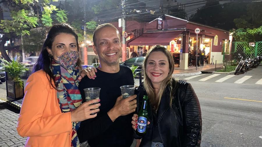 Thalita Arrans (35), marketeira; Márcio Donavan (50), servidor público; e Taís Madruga (35), diretora de informação - Vinícius de Oliveira/UOL