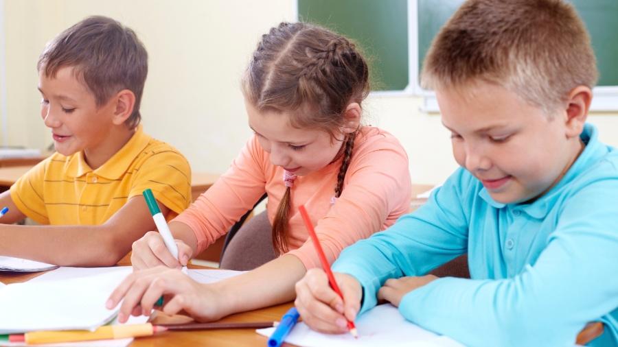 Entenda a importância de que as crianças tenham contato com ferramentas digitais - iStock