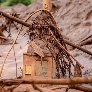Área devastada em Paracatu de Baixo, subdistrito de Mariana