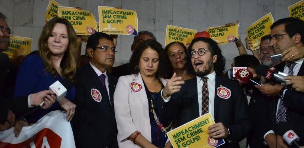 Deputados, senadores e representantes de movimentos sociais lançaram Frente Parlamentar Mista em Defesa da Democracia