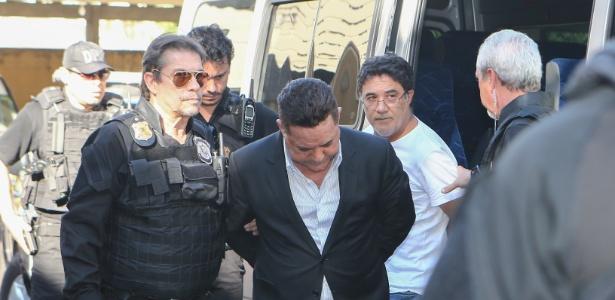 Ronan Maria Pinto é levado por policiais federais