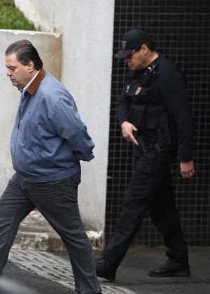 O ex-senador Gim Argello deixa a Polícia Federal, em Curitiba (PR)