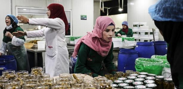 Walaa Mohammad, refugiada síria que trabalha em uma fábrica em Ramtha, na Jordânia