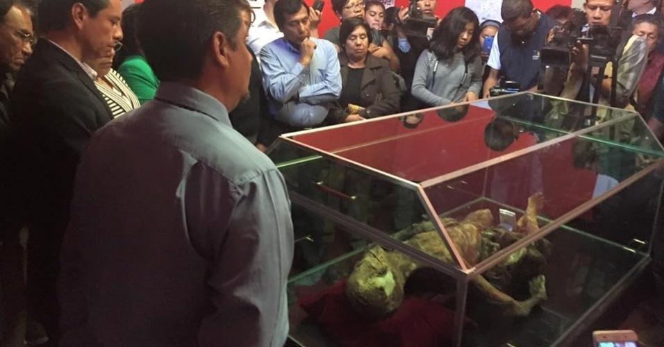 1ºset.2016 - Corpo mumificado encontrado em junho de 2015 no Pico de Orizaba, a montanha mais alta do México, está sendo exibido no museu Casa La Magnolia, em Ciudad Serdán, no centro do país. O corpo, do qual se desconhece a identidade, tem aproximadamente 50 anos e poderia estar mumificado há mais de 15