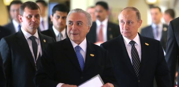 Temer (e) vai se encontrar com o presidente da Rússia, Vladimir Putin (dir). Eles já estiveram juntos em outubro de 2016, na reunião anual dos Brics, na Índia