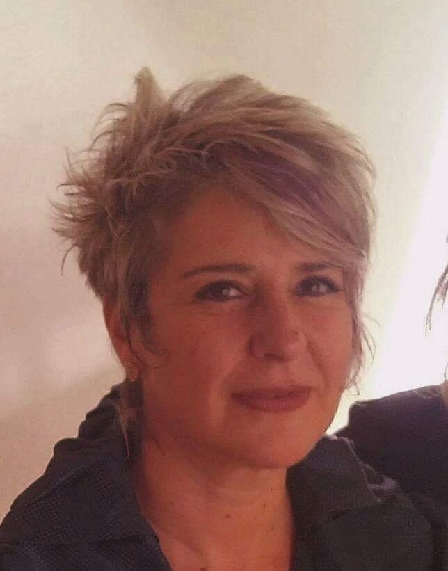 Mônica Lapa é professora aposentada e dona da empresa As Moças Que Costuram