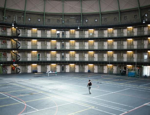A prisão De Koepel, usada para abrigar refugiados em Haarlem, na Holanda