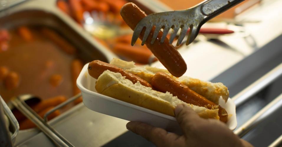 O restaurante Best Buy, de Belo Horizonte (MG), oferece cachorro-quente no sistema self service pelo preço único de R$ 7,90