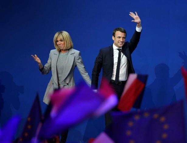 O novo presidente da França, Emmanuel Macron, ao lado da mulher, Brigitte Trogneux