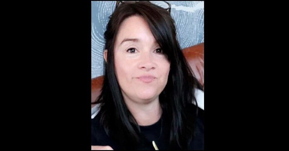 Alison Howe, 45 anos, estava esperando na entrada da Manchester Arena para buscar a filha quando houve a explosão