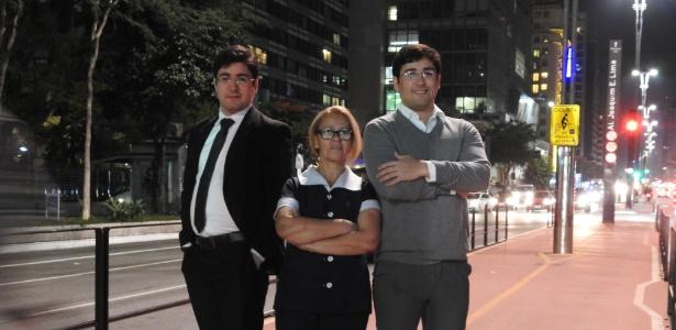 Faxineira Ieda Doria e seus filhos gêmeos Silvio (à esquerda) e Flavio