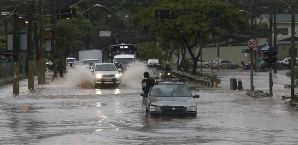 Rios canalizados favorecem a ocorrência de enchentes, segundo especialistas