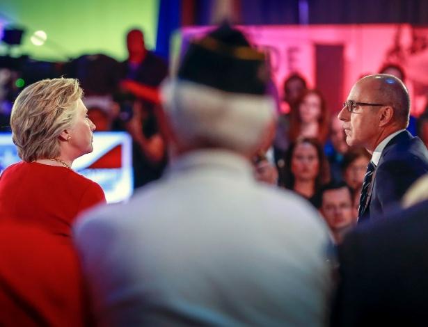 """7.set.2016 - Matt Lauer, ex-âncora do programa """"Today"""" da emissora NBC em entrevista com Hillary Clinton"""