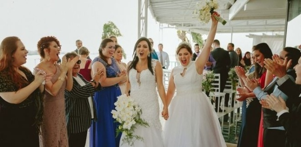 O casamento entre Adrieli e Anelize Nunes Shons ocorreu em sete de dezembro de 2017, mas um promotor do MP pediu o cancelamento