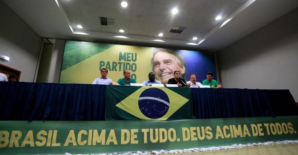 Aliados do candidato Jair Bolsonaro falaram com jornalistas em hotel no Rio de Janeiro. O presidente do PSL, Gustavo Bebianno Rocha, sugeriu Onyx Lorenzoni como homem da  Casa Civil