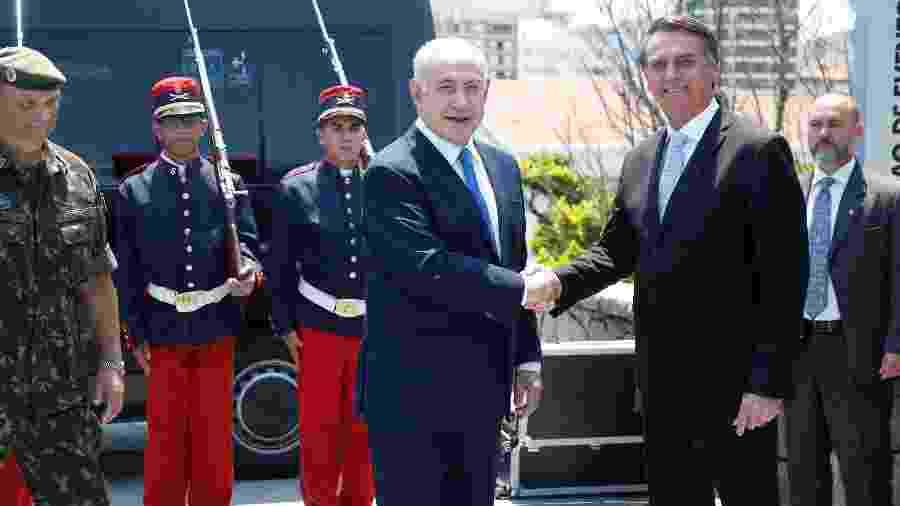 Benjamin Netanyahu e Jair Bolsonaro se cumprimentam no Rio de Janeiro antes da posse do presidente brasileiro - Fernando Frazao/Agência Brasil