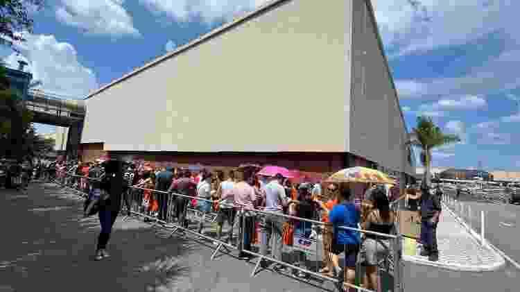 Fãs fizeram fila do lado de fora do Center Norte para inauguração da loja da Xiaomi - Gabriel Francisco Ribeiro/UOL